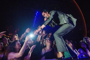 epa06828986 Australian singer Nick Cave performs with his alternative rock band, Nick Cave and The Bad Seeds at the Papp Laszlo Sports Arena in Budapest, Hungary, 21 June 2018.  EPA/Zoltan Balogh HUNGARY OUT (ANSA)