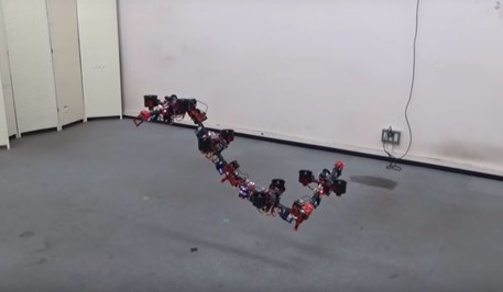 Il drone Dragon cambia forma in volo (fonte: Università di Tokyo- IEEE Spectrum, Youtube) © Ansa