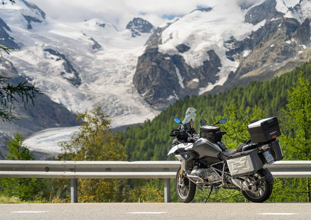 Hertz Ride, primo tour in moto è 'Alpine Routes' © ANSA