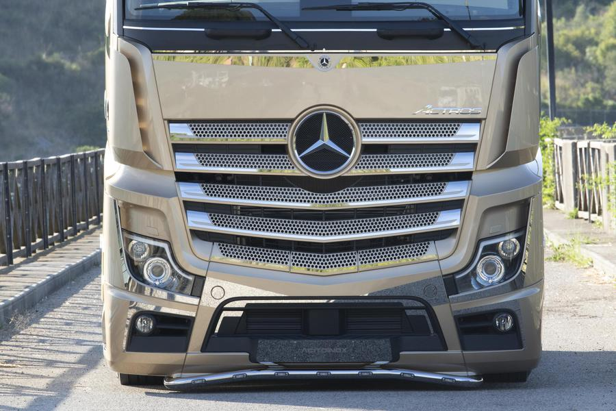 Mercedes Trucks, debutta Actros Iconic Edition © Ansa